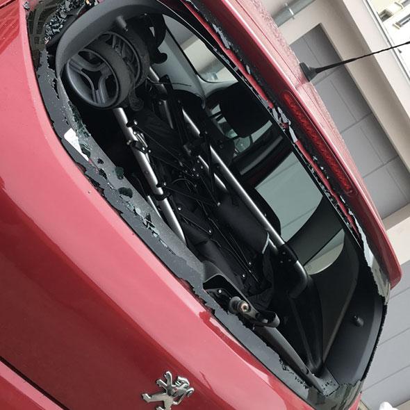 Remplacement lunette arrière Peugeot 3008