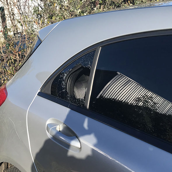 Remplacement vitre arrière latérale sur Mercedes Classe A